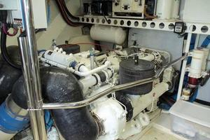 76' Lazzara Grand Salon/Skylounge 1998 Port Engine
