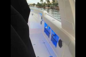 42' Boston Whaler Outrage 42 2016 WIDE WALKWAYS