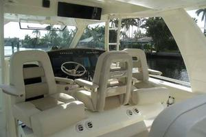 42' Boston Whaler Outrage 42 2016 SWIVEL HELM SEAT