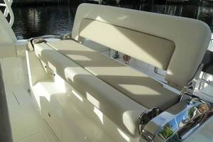 42' Boston Whaler Outrage 42 2016 FORWARD FACING SEATING