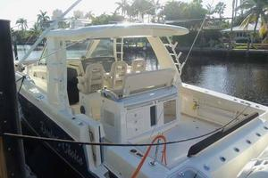 42' Boston Whaler Outrage 42 2016 STERN