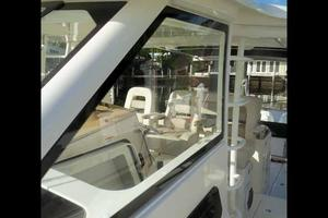 42' Boston Whaler Outrage 42 2016 OPTIONAL GLASS SIDE PANELS