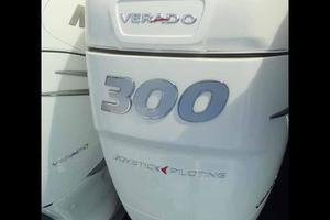42' Boston Whaler Outrage 42 2016 WHITE 300HP VERADOS