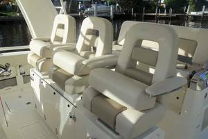 42' Boston Whaler Outrage 42 2016 HELM SEAT