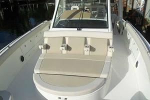 42' Boston Whaler Outrage 42 2016 ARMRESTS