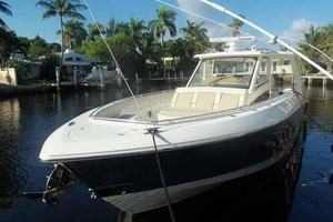 42' Boston Whaler Outrage 42 2016 BOW