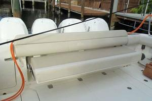 42' Boston Whaler Outrage 42 2016 AFT SEAT DEPLOYED