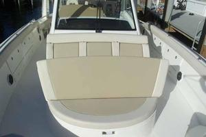 42' Boston Whaler Outrage 42 2016 FLIP UP SEAT