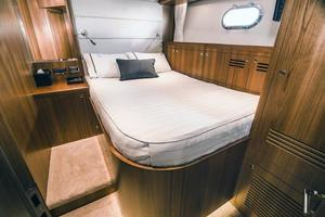 80' Johnson 80' Skylounge w/Hydraulic Platform 2020 Starboard Midship Cabin