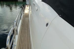 74' Fairline Squadron 2007 SIDE DECKS