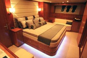 83' Johnson Flybridge w/Hydraulic Platform 2020 Master Stateroom