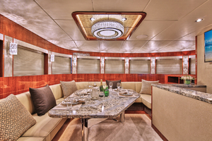 80' Johnson Flybridge W/hydraulic Platform 2019 Dining area
