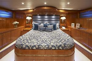 110' Johnson 110' Skylounge W/on-deck Master 2020