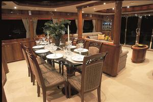 93' Johnson Rph W/on-deck Master 2020 Dining Salon