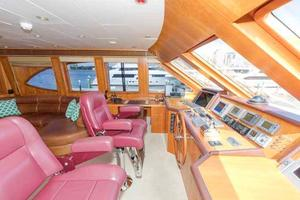 96' Hargrave Capri Skylounge 2004 Helm Looking to Port
