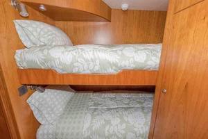 96' Hargrave Capri Skylounge 2004 Crew Cabin