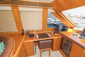96' Hargrave Capri Skylounge 2004 Skylounge Office Area