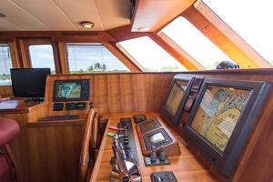 70' Marlow 70 Explorer Command Bridge 2008 electronics