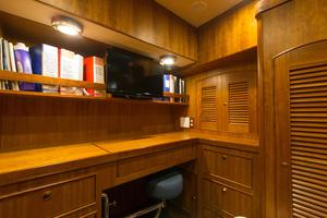 70' Marlow 70 Explorer Command Bridge 2008 Office