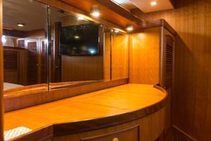 70' Marlow 70 Explorer Command Bridge 2008 Master Vanity