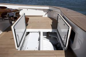 Viking 92 Convertible - Access