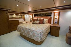 82' Viking 82 Convertible 2010 63.jpg