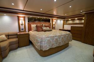 82' Viking 82 Convertible 2010 65.jpg