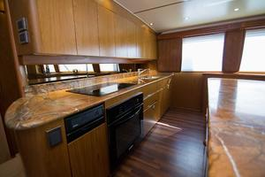 82' Viking 82 Convertible 2010 81.jpg