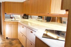 52' Viking Sport Yacht 2010 DSC_2931.jpg