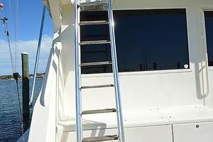 57' Viking Convertible 1990 Helm / Bridge Ladder