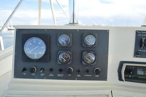 57' Viking Convertible 1990 Port Engine Gauge Package