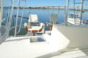 57' Viking Convertible 1990 Companion Helm Seat