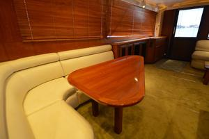 57' Viking Convertible 1990 Dinette