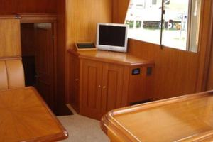 45' Ocean Alexander  2005 Salon