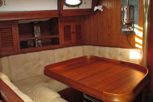 43' Hans Christian Traditional 1985 Great main salon seating and dining