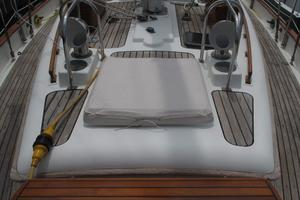 43' Hans Christian Traditional 1985 Foredeck