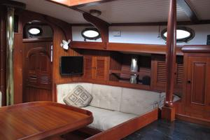 43' Hans Christian Traditional 1985 Starboard side of main salon