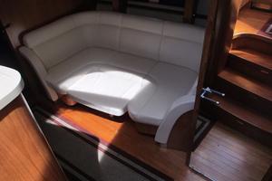 58' Tiara 5800 Sovran 2009 Tiara 5800 Galley Settee