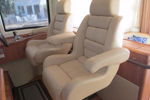 58' Tiara 5800 Sovran 2009 Tiara 5800 helm seats