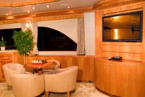 114' Hargrave Raised Pilothouse 2009 Salon Seating