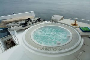 114' Hargrave Raised Pilothouse 2009 Fly Bridge whirlpool tub
