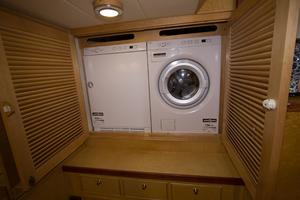 70' Marlow Explorer 70E 2004 New ASKO Washer and Dryer