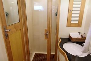 70' Marlow Explorer 70E 2004 Guest Head Shower