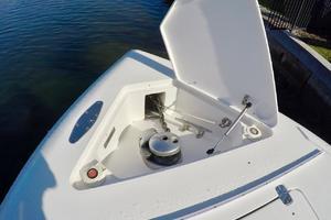 37' Intrepid 370 2008 Windlass