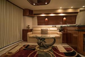 56' Carver Voyager Sky Lounge 2006 Upgraded Salon
