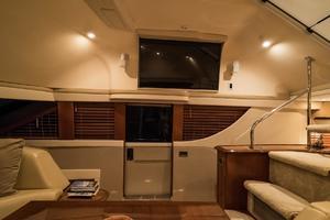 56' Carver Voyager Sky Lounge 2006 Pilot Door