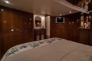 56' Carver Voyager Sky Lounge 2006 Master