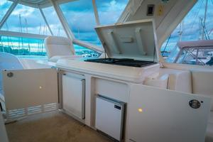 56' Carver Voyager Sky Lounge 2006 Bridge Cooking Station, Grill, Ice Maker, Extra Refrigerator