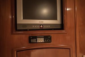56' Carver Voyager Sky Lounge 2006 Master VIP Entertainment Center