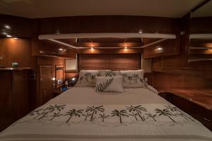 56' Carver Voyager Sky Lounge 2006 Master Suite, Lots of Storage